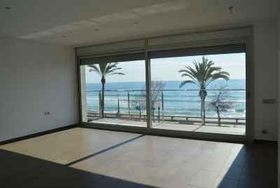 Дом на Коста Дорада на первой линии моря в 40 мин от Барселоны с бассейном и летней верандой